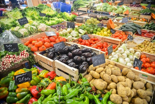 How to Save Your Grocery Budget When You Start Eating Healthy - The Savvy Couple